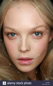 etro backse milan ready to wear spring summer female blonde hair and middle parting wearing subtle middle formal makeup