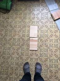 how can i tell if my vinyl flooring has asbestos designs