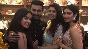 Arjun Kapoor Leaves From London Bonds With Sisters Anshula And Janhvi Interesting Uff I Have No Sister I Need A Sister
