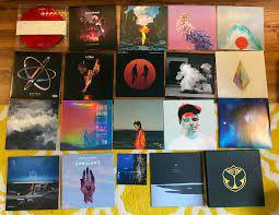 listening to EDM on vinyl. : EDM