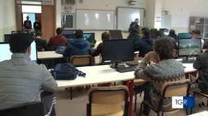 Taranto si prepara per il rientro a scuola con orari differenziati - Scuola  - TGR Puglia