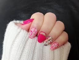 濃いピンクネイルデザイン2019冬派手可愛いけどどこか大人っぽい