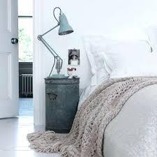 Idee Table De Nuit Plus A Bedside Table Says A Lot About The Person ...