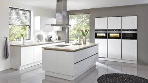 Moderne Weiße Küchen Mit Theke Ansprechend Auf Deko Ideen In