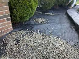 stone scaping with gravel lok