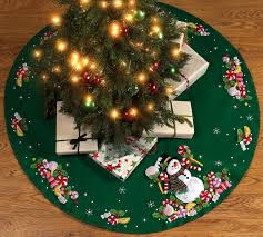Christmas ~ Christmas Tree Skirts Patterns Knitting Free Quilted ... & Full Size of Christmas: Christmas Tree Skirt Candy Snowman Skirt1 Skirts  Goldchristmass For Quilting Quilt ... Adamdwight.com