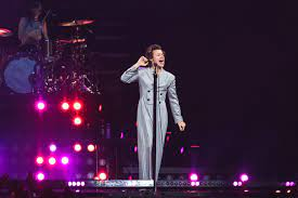 Harry Styles Pays Tribute To Fleetwood ...