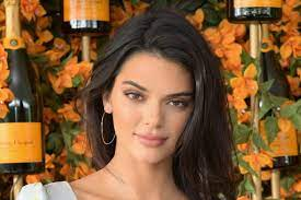 Kendall Jenners Afro sorgt für Ärger ...
