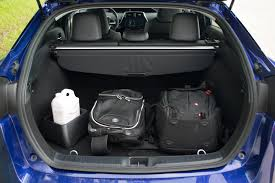 ... 2017-Toyota-Prius-vs-Hyundai-Ioniq-ILIKA-1600x1067030  C