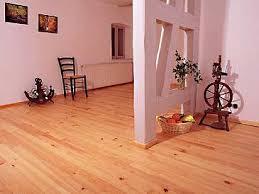 Ein dielenboden, auch schiffboden oder riemenboden, ist ein holzfußboden aus wenn sich von der oberfläche des holzfußbodens splitter lösen kann der fußboden neu abgeschliffen werden. Massivholzboden Dielen Ein Gesunder Bodenbelag