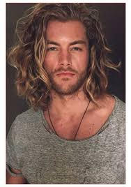 Kudrnaté Vlasy Pro Muže Pánské účesy Pro Vlnité Vlasy Silně Oholil