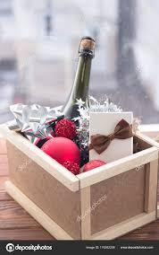 Neujahr überraschung In Einer Box Mit Einer Flasche