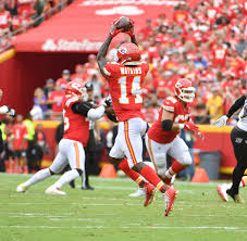 Chiefs wide receiver sammy watkins was cleared to play sunday night after missing kansas city's past three games with a calf injury. Watch Sammy Watkins Makes Incredible One Handed Catch On The Move Sportsnaut