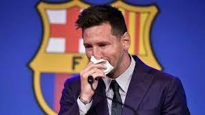 كرة القدم: ميسي يودع برشلونة بالدموع ويقر بإمكانية انتقاله إلى باريس سان  جرمان