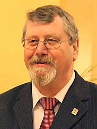 Mit einem Gottesdienst in der Petrikirche wurde nun Kurt Leyk aus seinem Amt verabschiedet und Hans-Joachim Behr als Synodalältester eingeführt. - behr_hoch