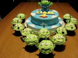 Toy Story Alien Birthday Cake Dad Bakes Youtube