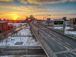 Fichier:2021 Montréal - Couvre-feu Curfew.jpg — Wikipédia