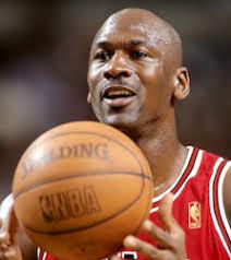 Michael Jordan como ficou mundialmente conhecido, nasceu no dia 17 de fevereiro de 1963, em Nova York, Michael logo cedo se mudou com a ... - Michael-Jordan