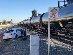 Xe hơi tông tàu lửa ở Santa Ana, tài xế chết tại chỗ