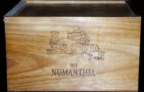 *Numanthia: The oak stain finish version of the Numanthia wine box