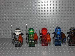 6 Minifiguren Ninjago mit Zeitklingen,NEU in 40597 Benrath für 15,00 € zum  Verkauf