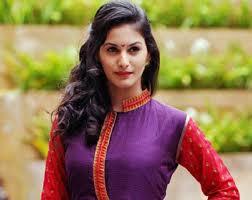 निर्देशक अक्षत वर्मा की अगली फिल्म में अमायरा दस्तूर भी दिखीं, जिसका शीर्षक था. Actress Amyra Dastur Injured On Sets Of Rajkumar Rao And Kangana Ranaut Film Mental Hai Kya