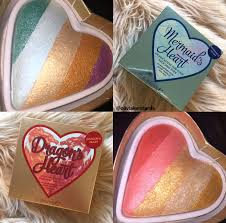 when you open up the bo you are presented with a heart shaped highlighter which is gorgeous i love the design of it and how they kept the highlighter