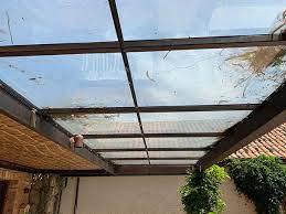 A resistência a impactos de um conta pontos sob árvores; Pros E Contras Da Cobertura De Vidro Para Pergolado Cobrire Construcoes Em Madeira