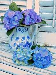 to paint the blue hydrangeas in a blue and white vase blue and white china has become a signature for me and is found in most of my larger paintings