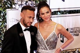 Voltaram? Neymar desarquiva fotos com Bruna Marquezine