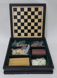 Old Wooden Game Boards Vintage chess Vintage chess set in wooden box Travel Chess Game 64