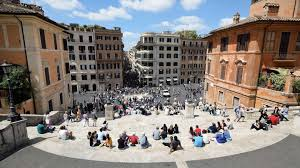 Es gibt die verschiedensten orte in rom, die schon aufgrund ihres ursprünglichen lateinischen namens einen zum zeitpunkt des baus war rom in einem kritischen zustand. Rom Luxuslabel Will Die Beruhmte Spanische Treppe Vergittern Stern De