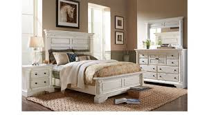 Claymore Park Off-White 8 Pc Queen Panel Bedroom