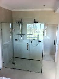 10 mm frameless showerscreen with glass wc door