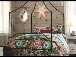 Beautiful Bedrooms with Decorative Canopy Beds