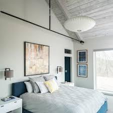 Cette Image Montre Une Chambre Avec Moquette Rustique Avec Un Mur Blanc Et  Un Sol Gris