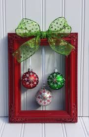 Christmas Frame Wreath....these are the BEST DIY Christmas Decorating &  Craft