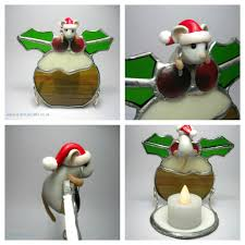 a collaboration with quernuscrafts a mouse xmas pudding stained glass candle holder
