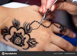 žena Malba černá Henna Tetování Dívčí Ruka Stock Fotografie