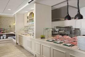a kitchen or kitchenette at hilton garden inn boston burlington