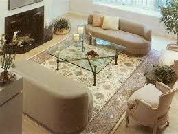 this contemporary interpretation of a mahal carpet handknotted in india artfully blends in with this room s modern decor