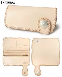 tied together in the same color of the natural saddle leather giving double stitching in the same color leather lace long wallet leather natural color