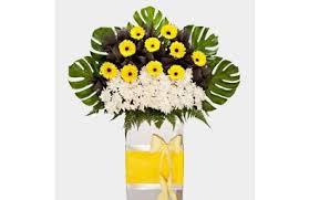 Our goal is to brighten a day that can be. Condolences Wreaths Funeral Flowers Delivery In Singapore