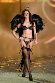 victoria s secret model beauty tips victoria secret angels reveal their makeup essentials