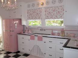 mais de 50 inspira es para sua cozinha retro pink kitchens