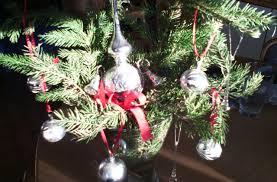 Advents Und Weihnachtsstrauß Mit Baumspitze Und Kugeln In