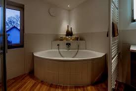Badezimmer Mit Eckbadewanne Bilder Ideen Couch Bodengleiche Dusche