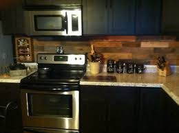 Pallet Wood Backsplash How To Install A Pallet Wood Back Splash Shipping Pallets