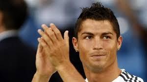 Extravagantních účesů Ubývá Ms Vládne Městský Styl A La Ronaldo