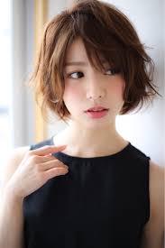 前髪の分け目を変えたい人必見簡単なのに劇的に変わる分け方ガイド